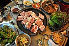 Cách ăn thịt nướng chuẩn phong cách Hàn Quốc